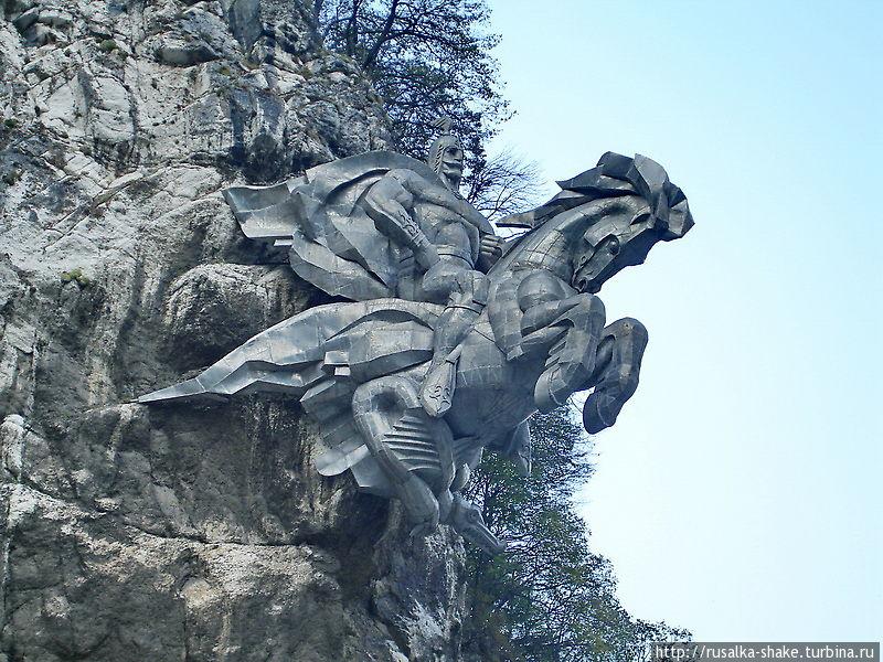 Сарматскую степь и Аланские горы обходит  седой Уастырджи Тамиск, Россия