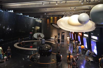 Зал Gunter Depths of Space Exhibits рассказывает о нашей солнечной системе.