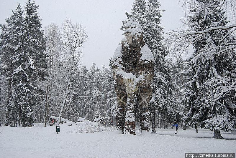 Также Николай создал несколько скульптур, например эта — не просто каменный мужик с дубиной, а герой эстонского эпоса богатырь-великан Калевипоэг