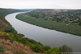 Поскольку село Цыпово и монастырь находятся на самом берегу Днестра, по другой берег реки открываются виды на Приднестровье.