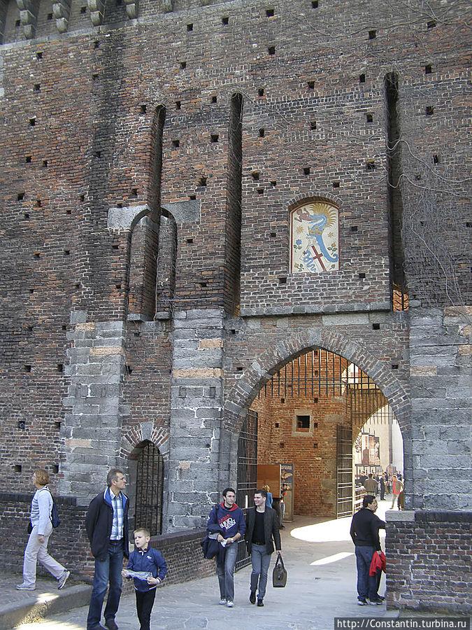 Северо-западные ворота, откуда открывается вид на парк Семпионе,