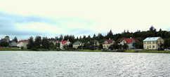 А это дома богатеев на берегу озера Тьорнин (Tjörnin)