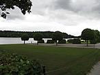 Со стороны озера разбит парк.