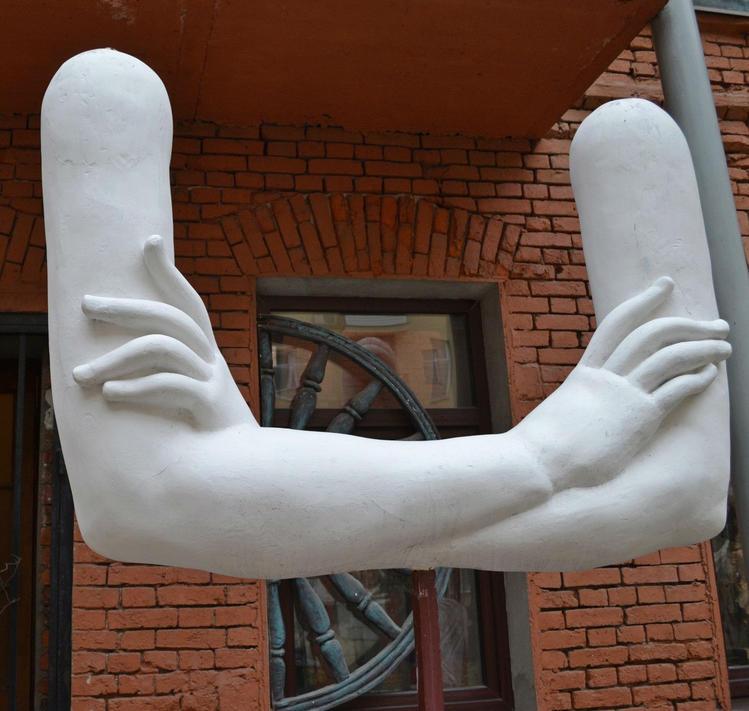 Такие же сложенные руки с
