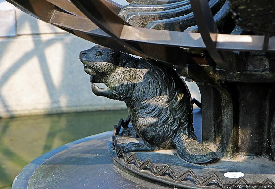 ... но бобры, поддерживающие этот глобус не оставляют сомнения об канадской принадлежности этого мемориала, а орел символизирует воздушные силы
