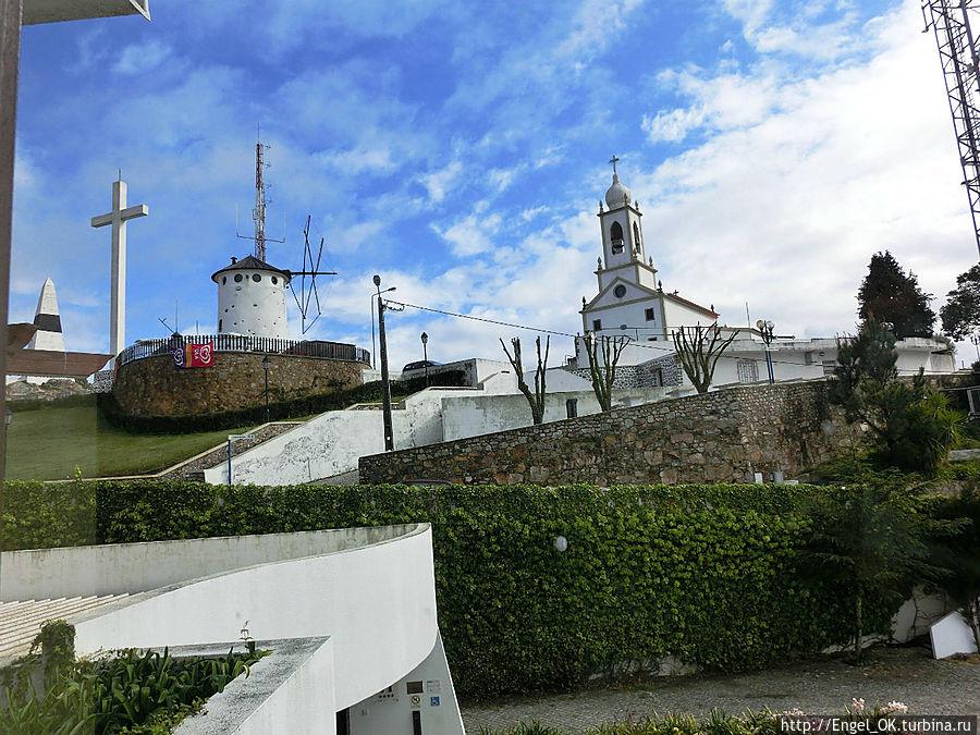 так выглядит церковь из отеля днем