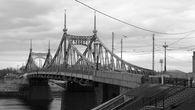 Мосту уже более ста лет. Сооружен в 1897—1900 гг. чешским инженером Л. И. Машеком по проекту, составленному в 1895 году инженером-технологом В. Ф. Точиским.