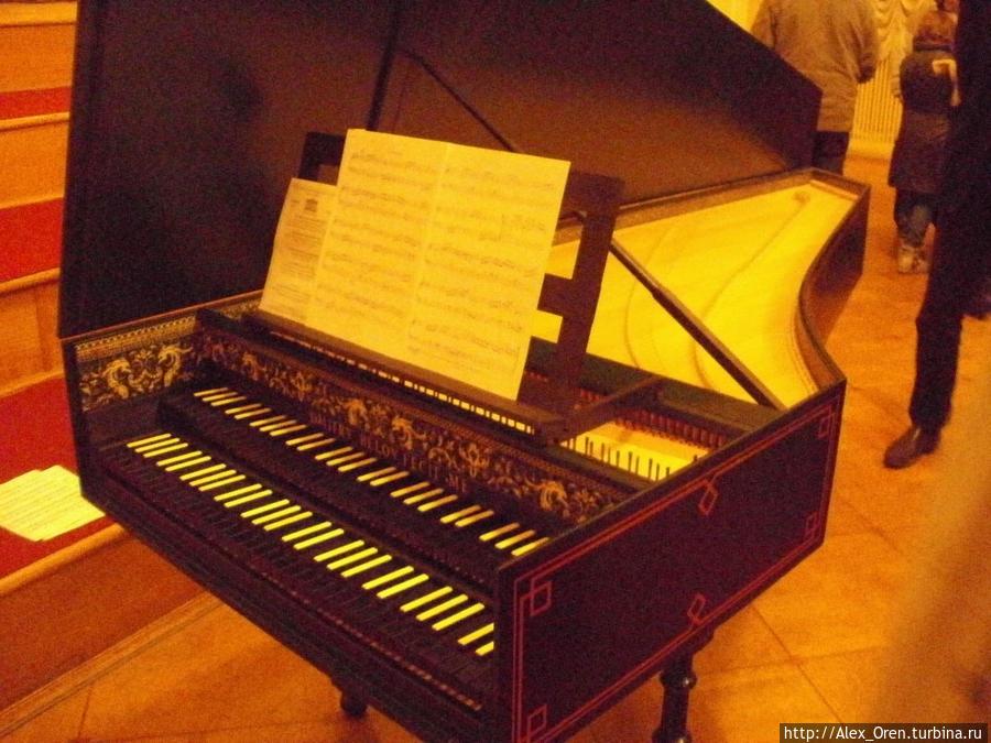 Большой французский клавесин мастера Дмитрия Белова.
