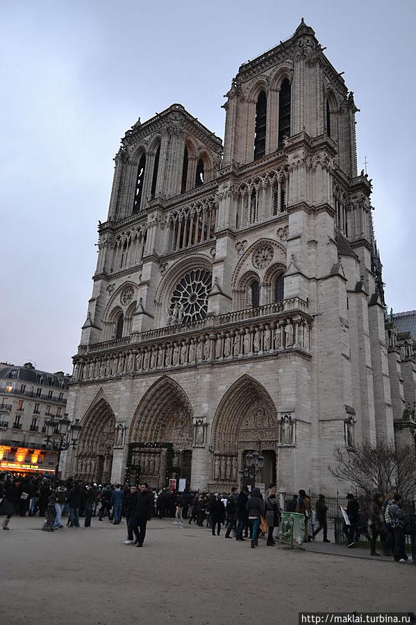 Собор Парижской Богоматери или, как говорится в народе, Нотр-Дам.