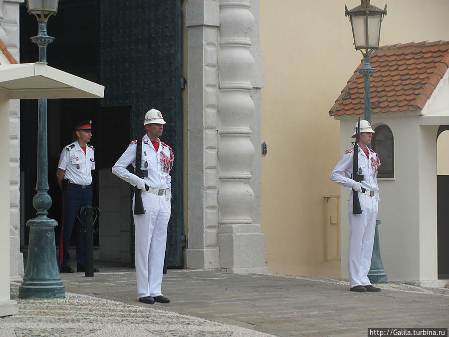 Начало церемонии смены караула.
