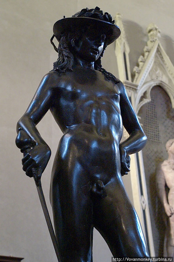 Среди творений Донателло особенно замечательна бронзовая полутораметровая статуя юного Давида — первое изображение свободно стоящего обнаженного человеческого тела в скульптуре Возрождения. 1430-е годы.