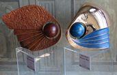 В залах виллы проводятся выставки современного искусства.