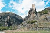 В переводе с ингушского, смешное слово «Вовнушки», дословно означает «Место боевых башен». Башни выстроены на вершинах неприступных скал, являются их логичным продолжением. На восточной скале возвышаются две башни высотой порядка 18 метров, чуть ниже по склону виднеются остатки жилой башни. На соседней скале возвышается одинокая башня. Есть версия, что во времена эксплуатации башен, они были соединены подвесным мостом. Башни, построенные в стратегическом месте, могли использоваться, как древний пограничный Блокпост.