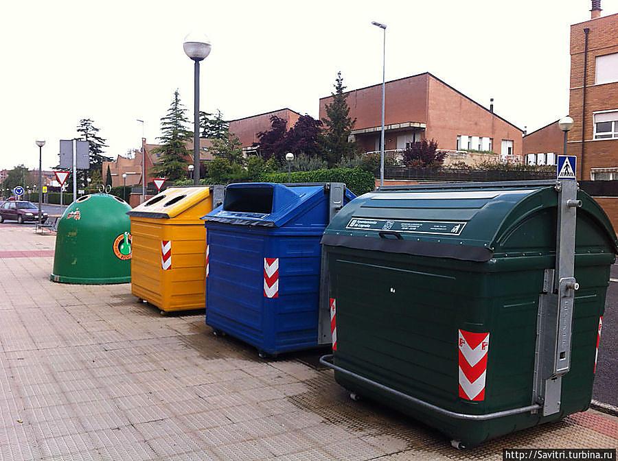 вот они , неразлучные контейнеры Испании (Стекло бумага, пластик и органические отходы