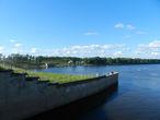 Где-то там слева стоял Покровский монастырь — теперь на этом месте Волга. Фото с Углической ГЭС.
