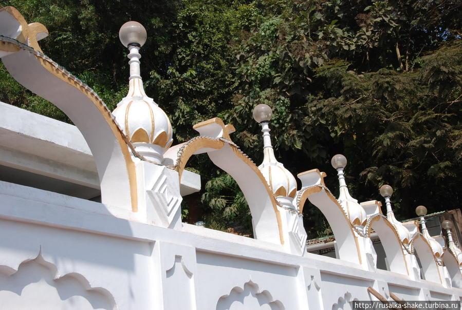В гостях  у сикхской гурудвары Порворим, Индия