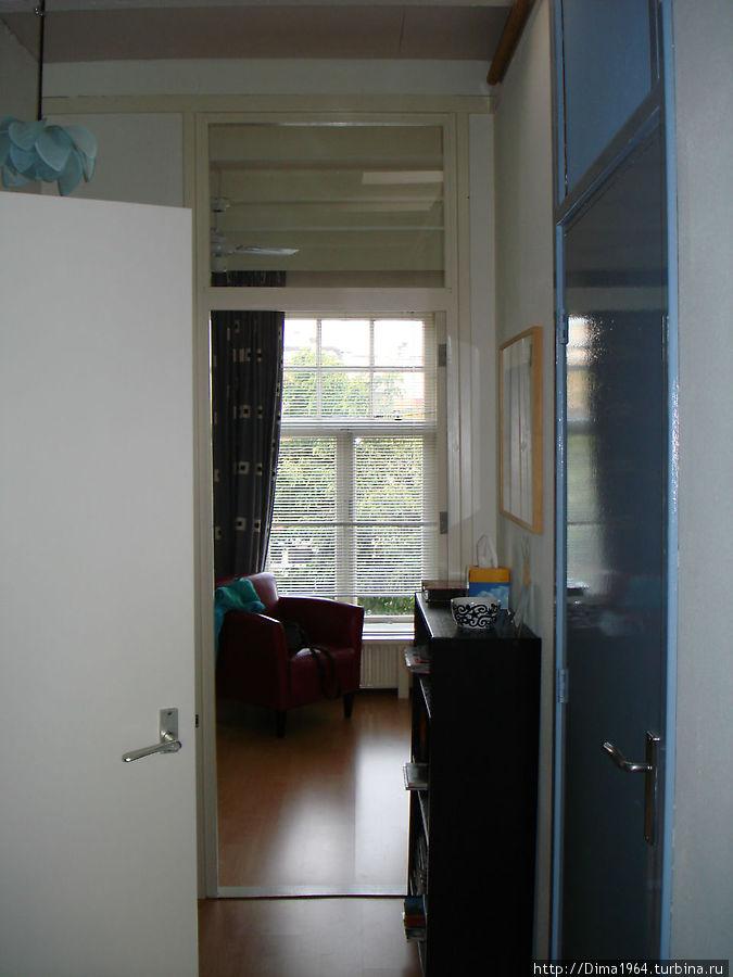 Гронинген. В нашем распоряжении целый этаж: две комнаты, душевая, санузел...