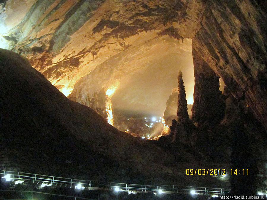Огромные залы пещеры