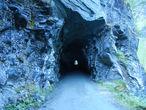 Со стороны ничего особенного. Это со стороны.  В реальности, в самом туннеле довольно сложно, ориентируясь только на точку выхода, держаться строго центра и не врезаться в стенку туннеля.