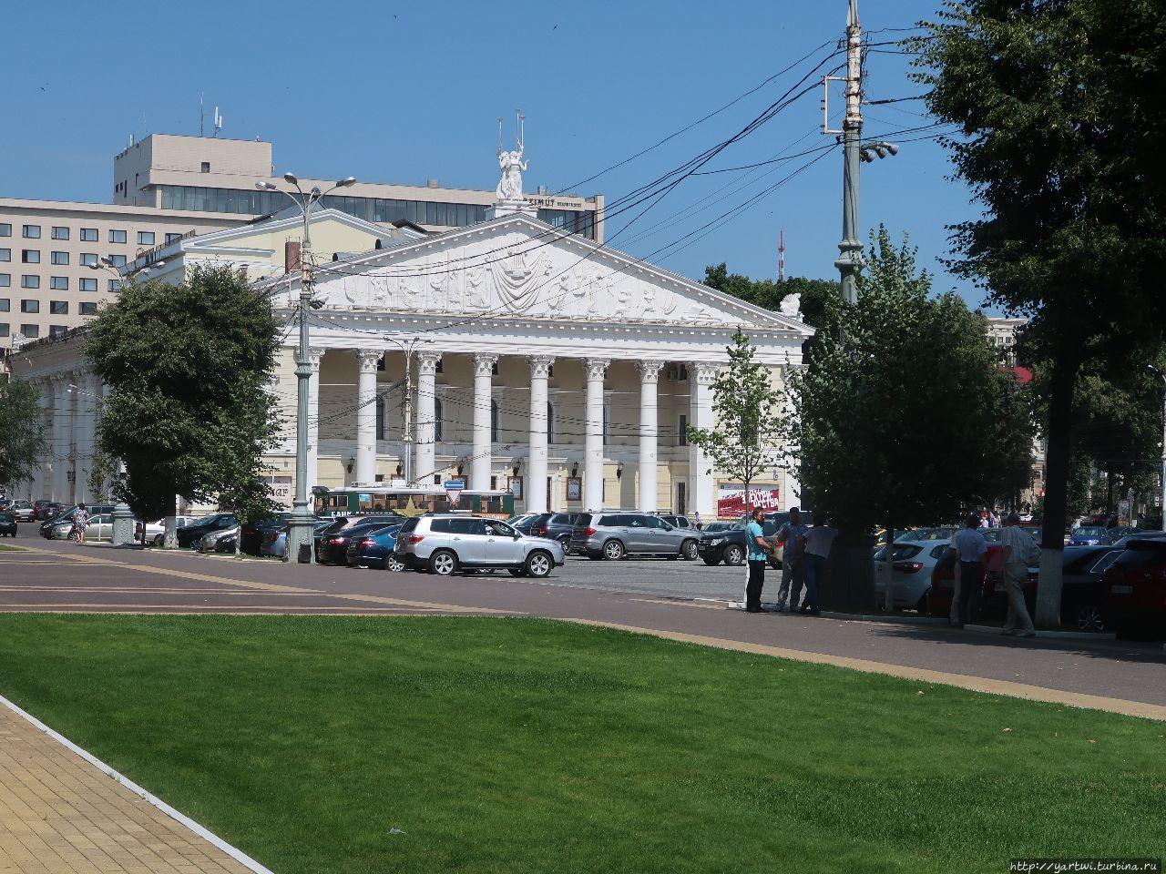 Воронеж: скверы, писатели, поэты и храмы