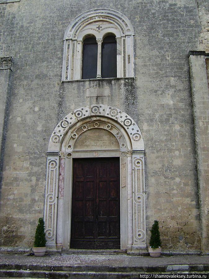 Тарквиния. Разрушенная красота церкви святой Марии Тарквиния, Италия