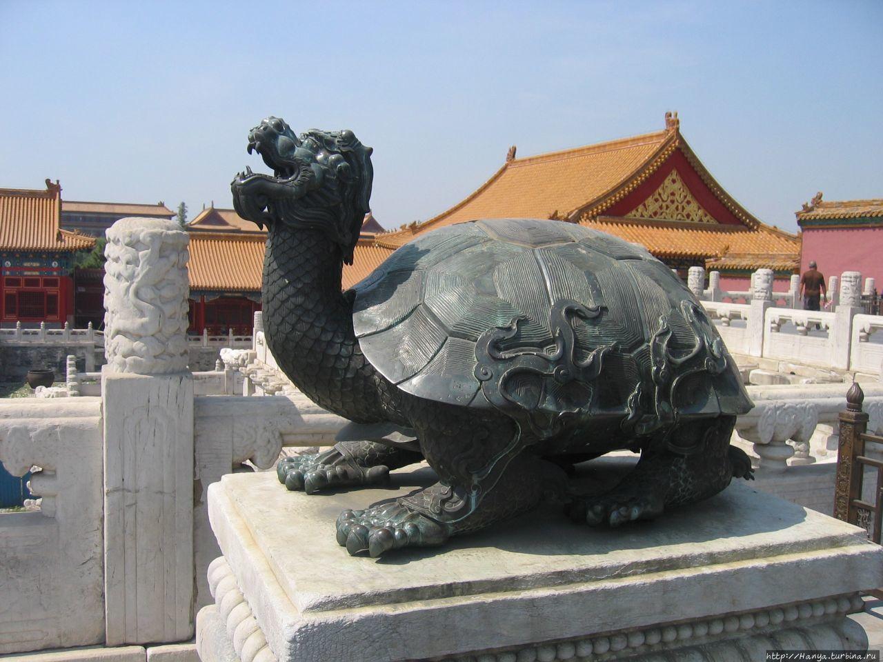 Пекин. Гугун. Бронзовая ф
