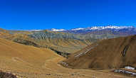 Вид в перевала Nyi Lo (3960м) не много стимулировал, все же предстоял спуск
