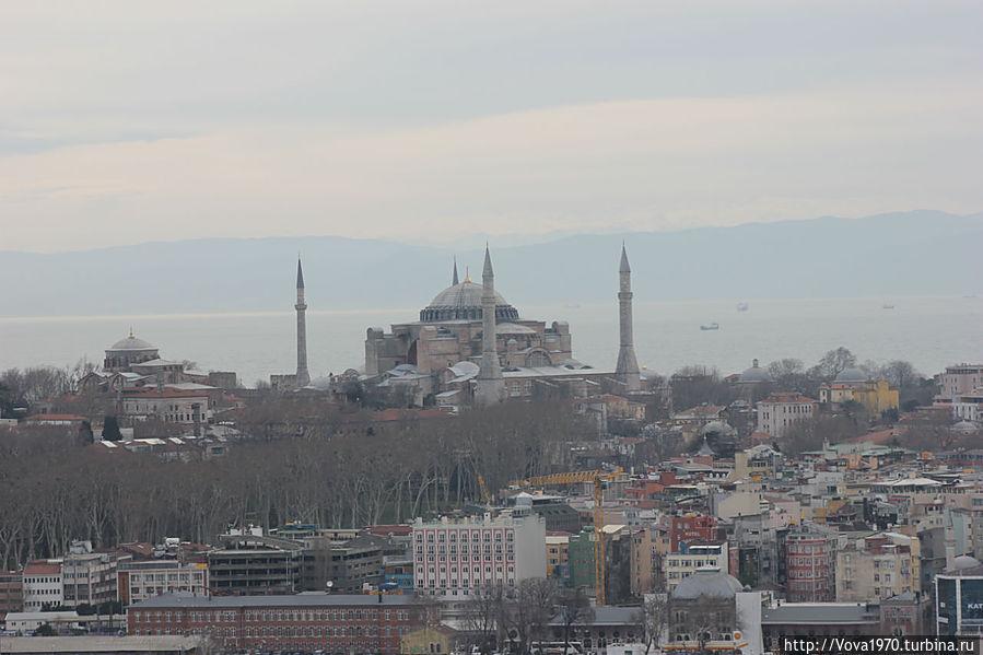 Вид с башни на Айю Софию и собор св. Ирины.