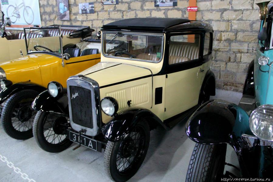 Остин 7 Чамми седан. Это малолитражный автомобиль, производимый в период с 1922г. по 1939 г. английской компанией Остин Мотор. Автомобиль был одним из самых продаваемых в Британии в 1920-х гг. и получил название