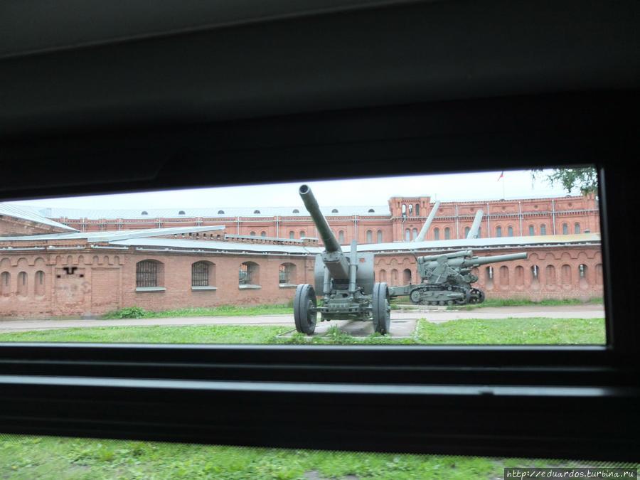 экспозиция военной техники у арсенала