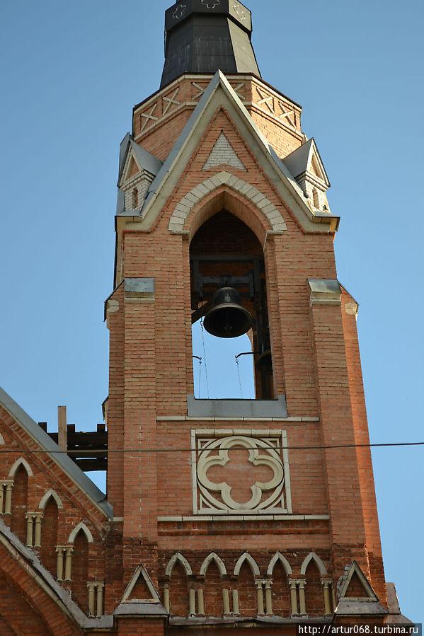 Восстановленная колокольня храма