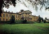Так выглядело здание дворца незадолго до их ухода.(Фото тех лет. Взято из интернета.)