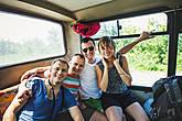Аэропорт Кутаиси совсем небольшой, в день туда прилетает всего несколько рейсов. И к каждому из них готовятся — при прохождении паспортного контроля вас поприветствуют на украинском языке (мы летели с Киева), а у дверей будет ожидать голодная толпа таксистов, готовых отвезти в любую точку Грузии..  Ехать на такси нам не очень хотелось, поэтому до Кутаиси добирались в полуразваленном рейсовом автобусе, который, тем не менее, меньше 100 км/ч вроде не ехал:) Компанию нам составили мега-веселые туристы из Польши. Настроение поездки задалось сразу:) Они удивлялись всему вокруг.. чего только стоила фраза: Вау, смотрите, черная волга поехала...! Как в кино...!  Про Кутаиси сказать нечего, мы были только на автовокзале.. Но хачапури отменные!:) Недорогие, огромные и сыра тут не жалеют.. И еще одна приятность — водичка боржоми, ровно в 2 раза дешевле, чем у нас:)