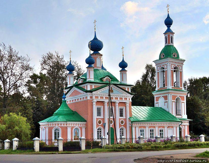 В Угличе. Церковь Царевича Димитрия на Поле