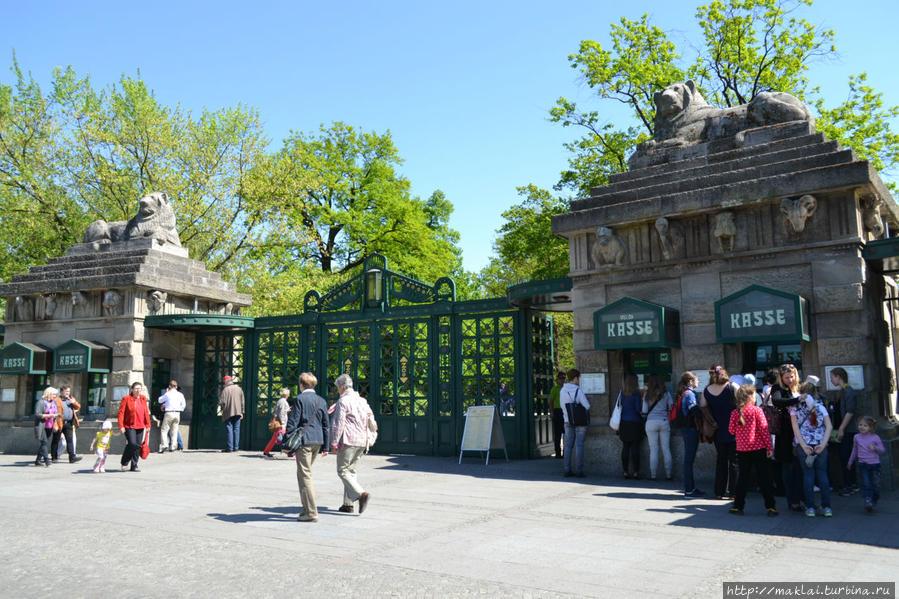 Главный вход в зоопарк.