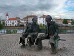 Памятник двум Фернандо Слева Fernando Araújo Ferreira (1912-1998),  справа Fernando Lopes-Graça (1906-1994)