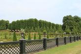 Партер в регулярном стиле выполнен самшитами, эту идею король заимствовал в итальянских и французских садах.