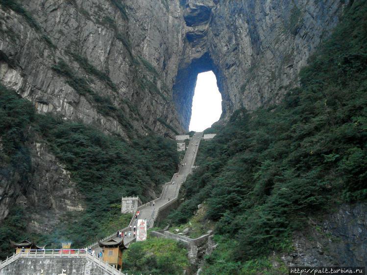 999 ступенек к пещере Тян