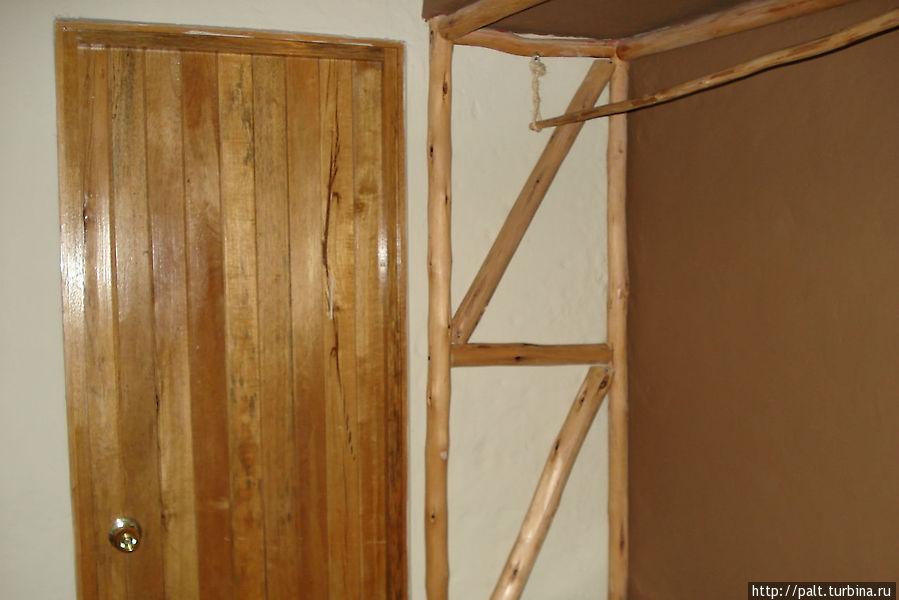 Шкаф в деревенском стиле