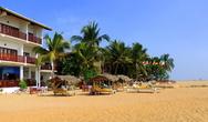 Пляж в городке Унаватуна