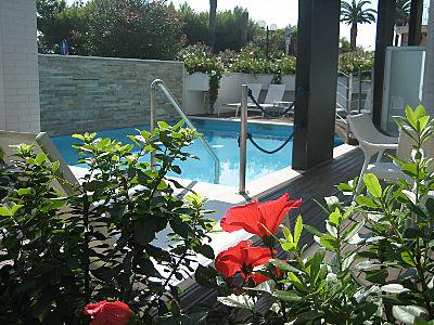 бассейн с гидромассажем