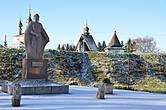 Памятник основателю и древние валы