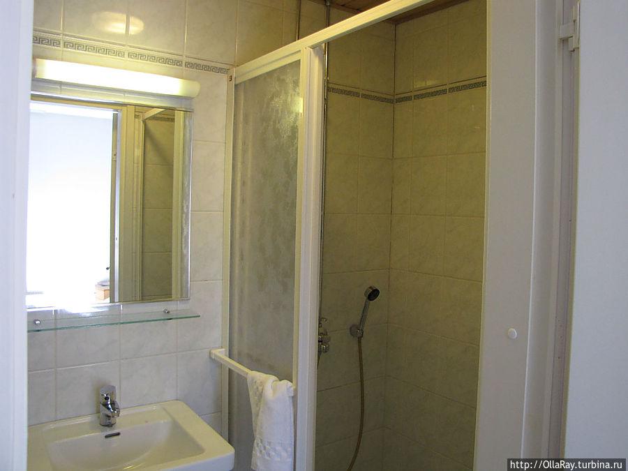 Душ и туалетная комната.