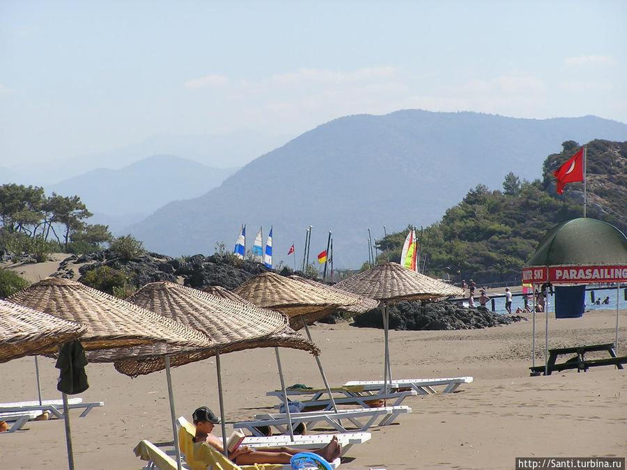 Начало сентября — полупустые пляжи.