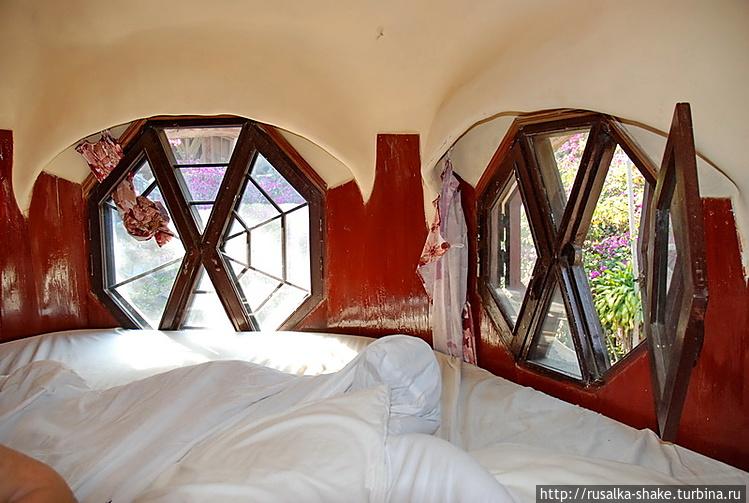 Окна у кровати
