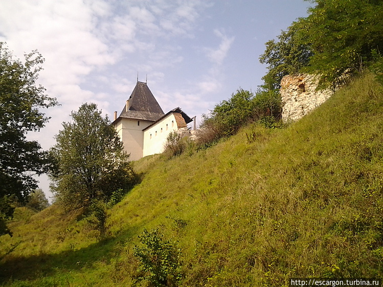 Замок находится на террит