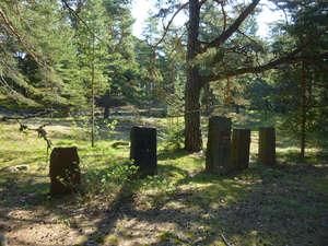 Старинное кладбище у деревни Сууркюля