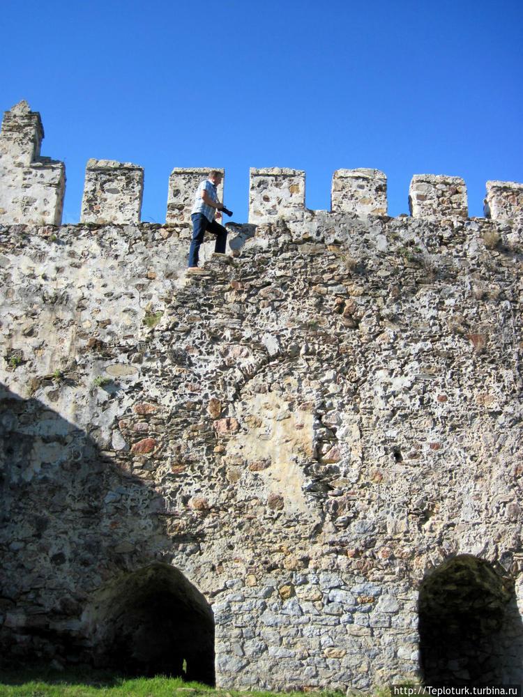 Ходим по стенам.