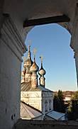 Вид на надвратную церковь Иоана Богослова