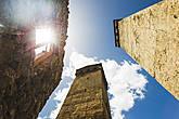 Знаменитые сванские башни — символ Сванетии. Нигде в мире больше нет даже аналога этим уникальным оборонительным сооружениям. Такая башня строилась возле каждого дома и служила семьям убежищем в случае войны.
